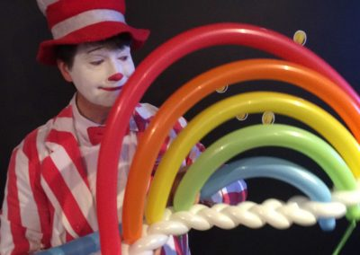 balloon-artists-for-hire-David-Lyons-balloon-rainbow