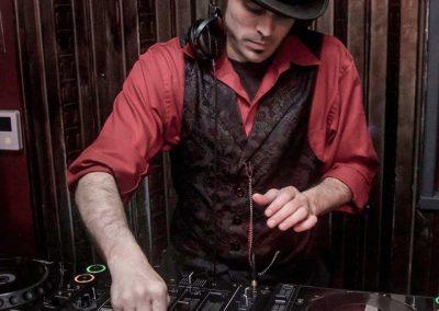 music-dj-for-hire-Vourteque-4