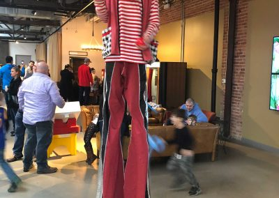stilt-walkers-for-hire-Juggling-Josh